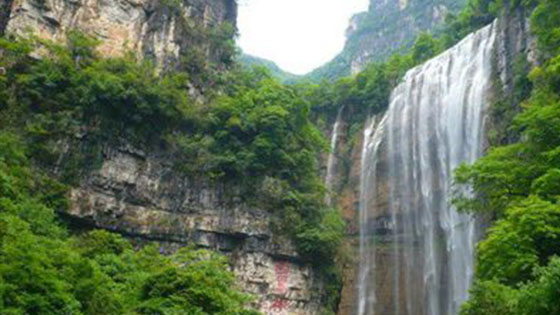 One of the Three Gorges falls in Yichang, from turbulence to quiet, slow fall, do not have a flavor.