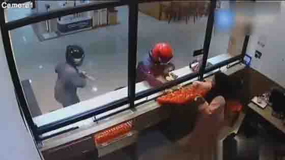 This should be the stupidest robber in history!