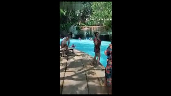 Hilarious Video 7 When you pose at the pool and prepare to take a photo, something irritating happen