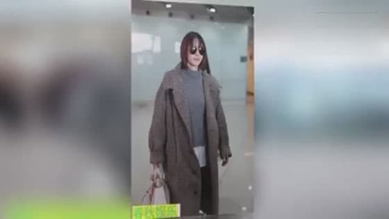 Wang likun,the goddess of plain beauty,appeared at the airport with a new hairstyle and a rosy face