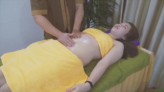 Massage relieves muscles and relieves abdominal pressure. Miss Sister is very comfortable - massage relieves muscle soothing stress.