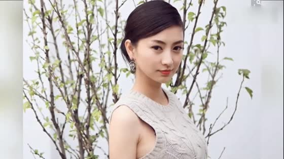 She is the most difficult actor to arrange in Zhenwei Biography. Sun Li doesn't want to play with her and the cameraman doesn't want to shoot her.