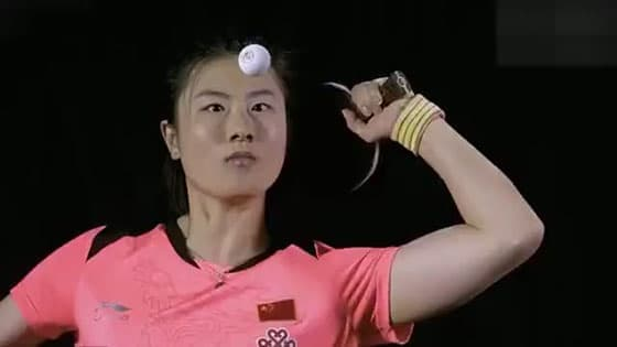 Ding Ning World Table Tennis Championship forgot to wear a skirt and went on stage.When the opponent found out,she covered her mouth and snickered