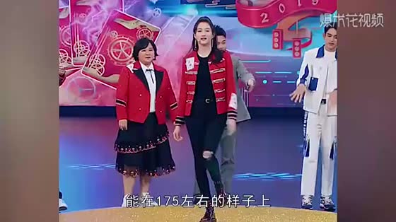 Yang Ying, 169, meets 173 Guan Xiaotong, and sees the difference in height between them.
