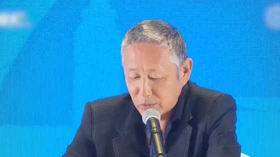 Chen Daoming, 64, showed up with a bloated white-haired face, which distressed netizens.