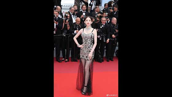 Gu Li Na Zha Canne red carpet, really beautiful and figure is impeccable, each set of four sets of style is a beautiful block!