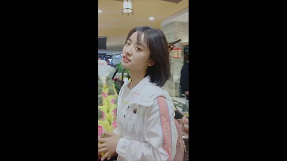 Shen Yue is so thin? I saw her legs under the lens of the passerby, and I   began to doubt life again!
