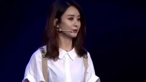 Zhao Liying's comeback and Feng Shaofeng's overseas catalogue show show, Zhao Liying's high salary makes the theatre team unacceptable.