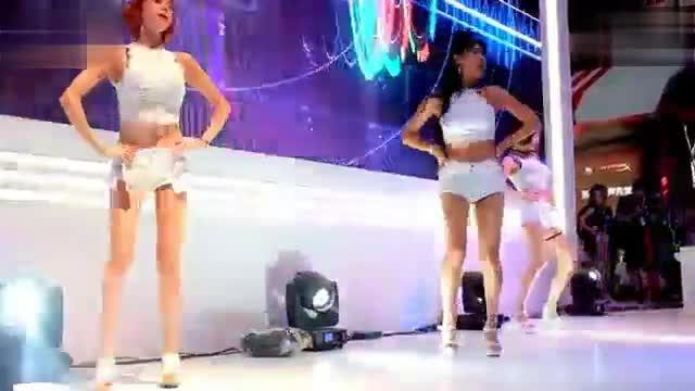 2016 China Joy Korean hostess Webhong Live Button Twisting Hot Dance 2 Beauties