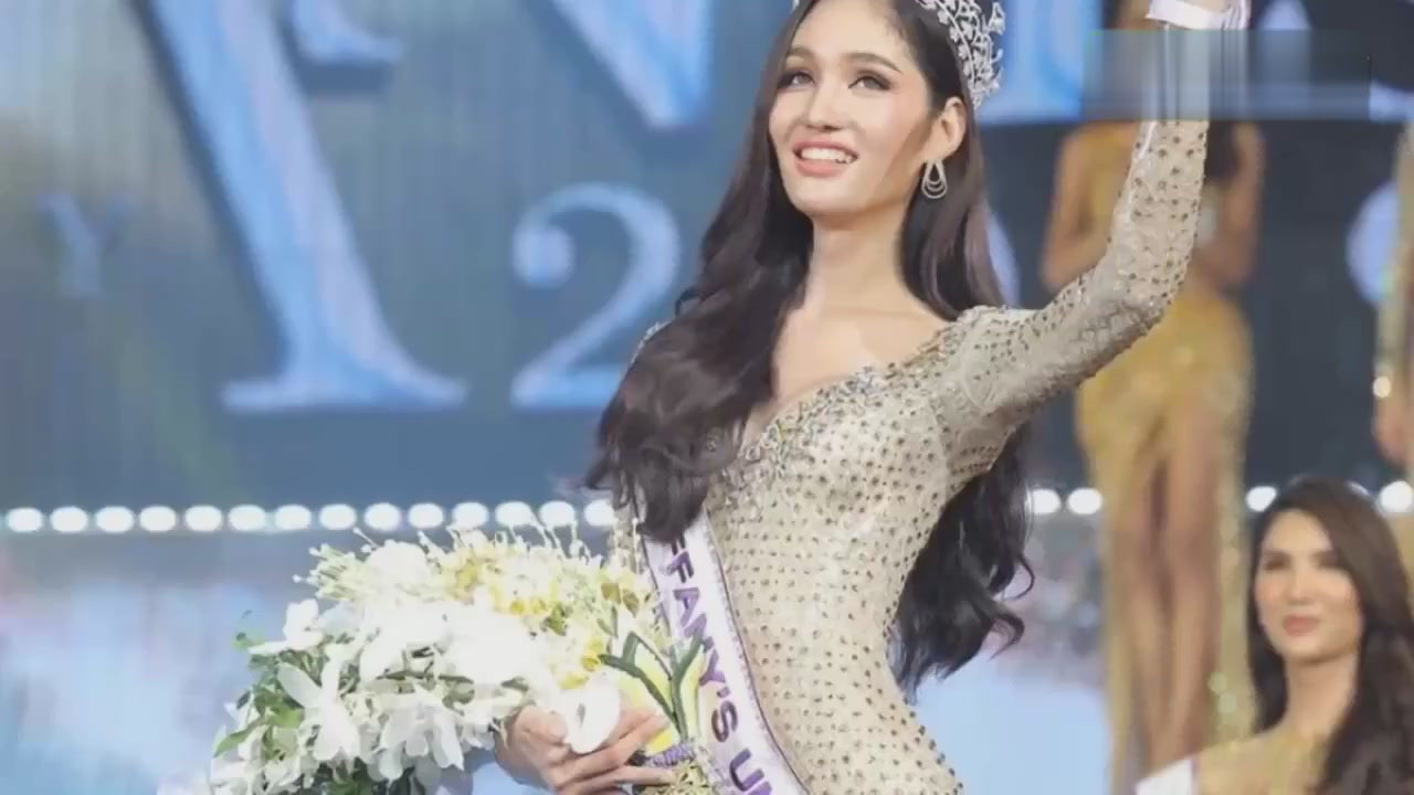 Thai transgender beauty champion comes out! Tall, somewhat like Gulinaza