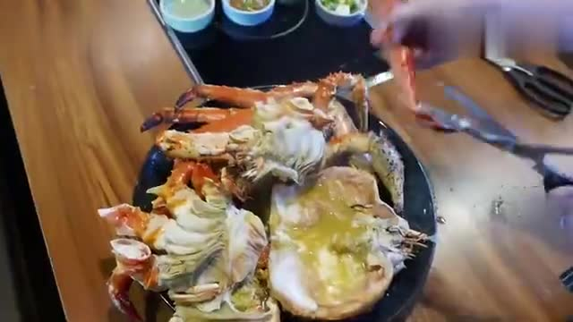 The Japanese chef dismantles the crabs and puts them on the table with dishes and stains. This meal must be expensive.