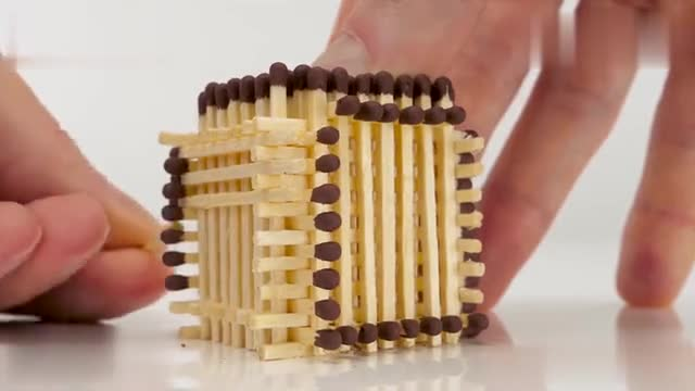 A combine harvester made of 10,000 matches!!! Instantaneous detonation
