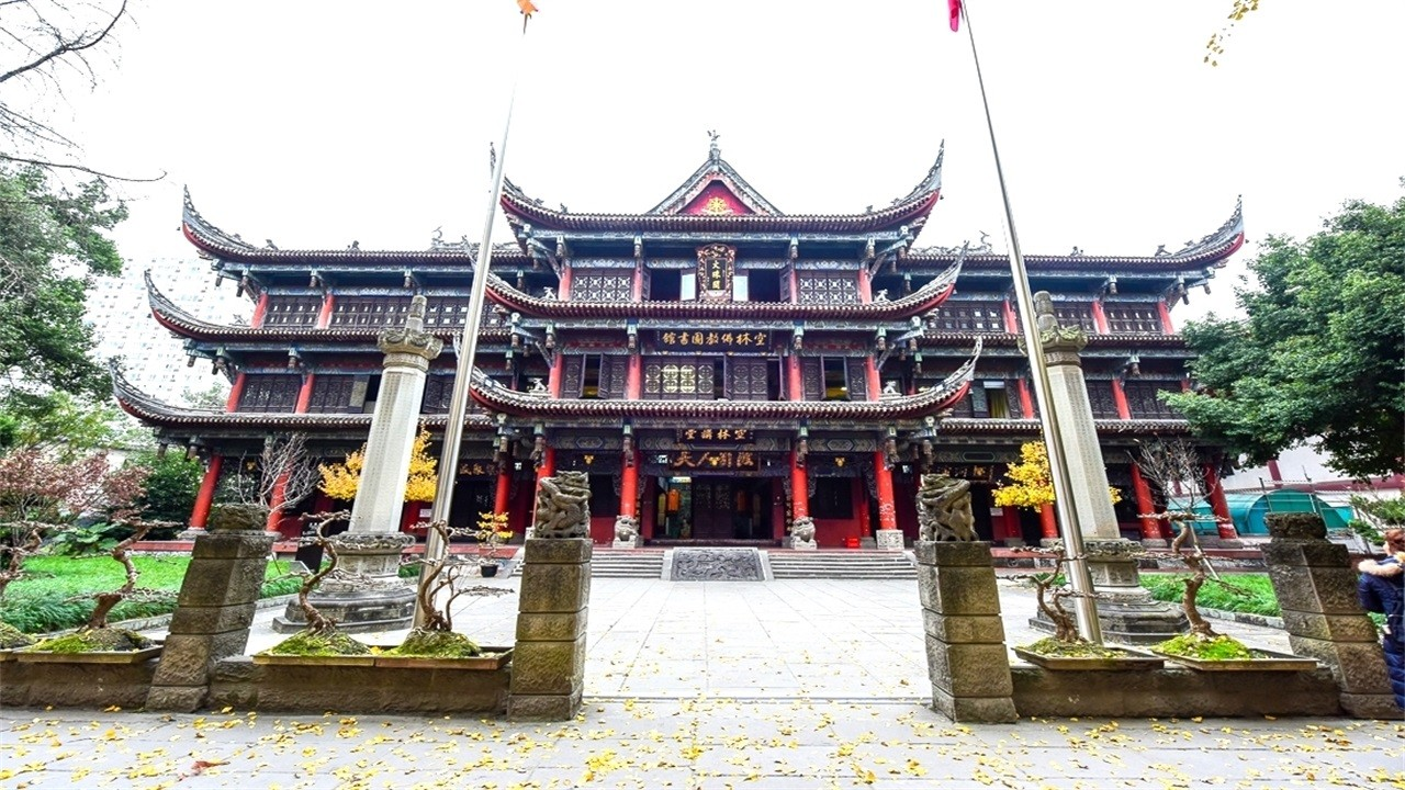 Chengdu's most popular millennial ancient temple, hidden in the bustling world of Taoyuan, outsiders have come to worship