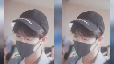 Xiao Zhan wears a mask and a cute eye mask to work