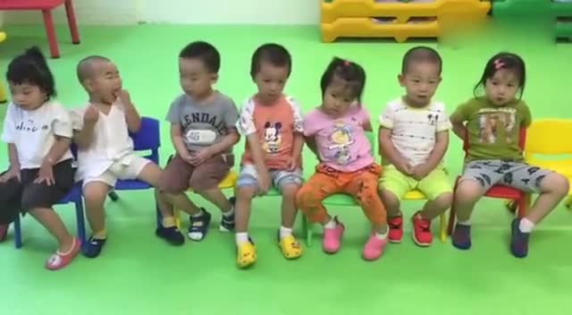Kindergarten children read the full text aloud! Too cute!