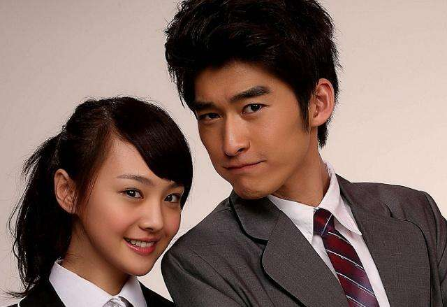 Zheng Shuang and Zhang Han photos together,what is the reaction of her boyfriend Zhang Heng?