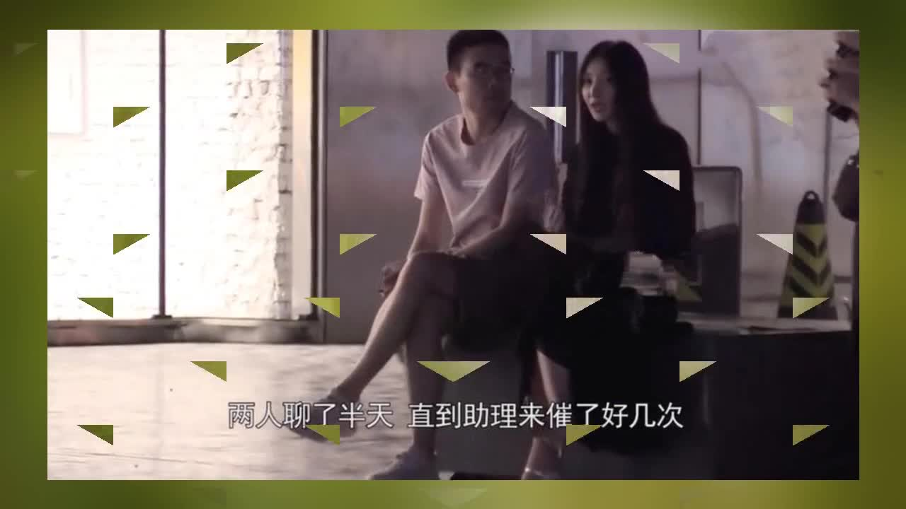 Liu Yan and mysterious men gather late at night to go shopping, sit on the street chatting and leave the assistant to watch the exhibition alone.