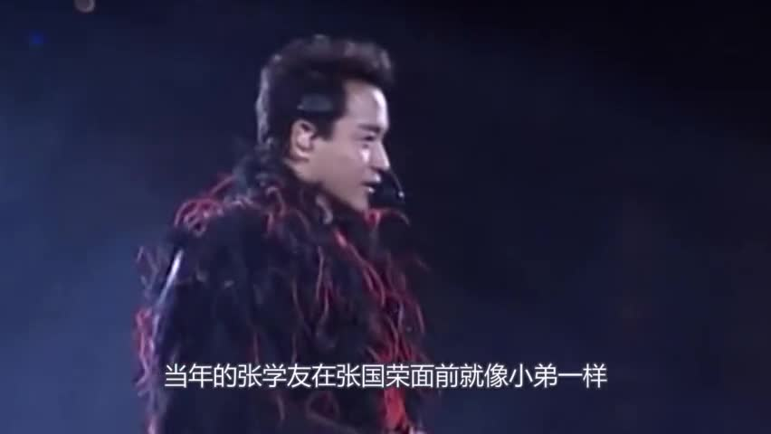How high is Zhang Guorong? Smoking on the show, touching Zhang Xueyou's head and daring to kick Huaqiang's chair back