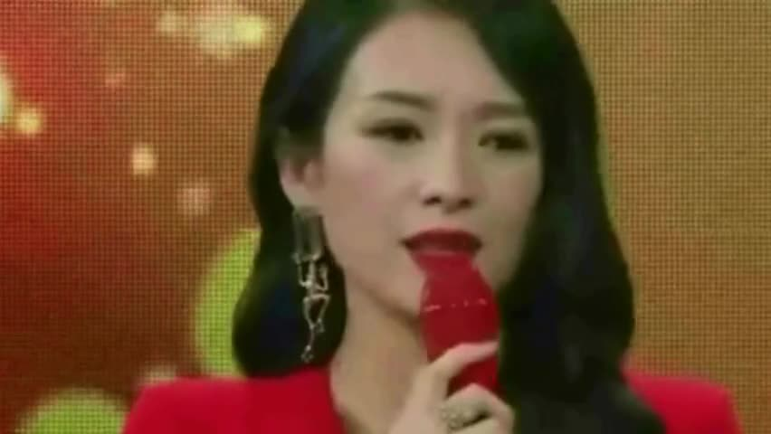 Zhang Ziyi was told high-profile by male fans at the event. Zhang Ziyi responded shyly: My husband is there!