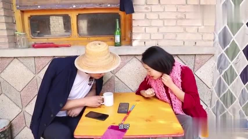 Rural couples received fraudulent phone calls, who knows that the fraudster transferred them 2000 yuan, the dialogue is too funny.