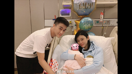 Victoria's Secret super model Ming Xi gave birth baby son yesterday.